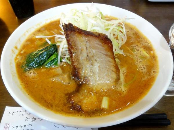 担々麺 800円