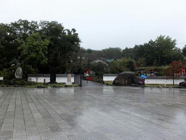 登城道の入口付近の広場