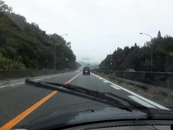 雨の名神高速