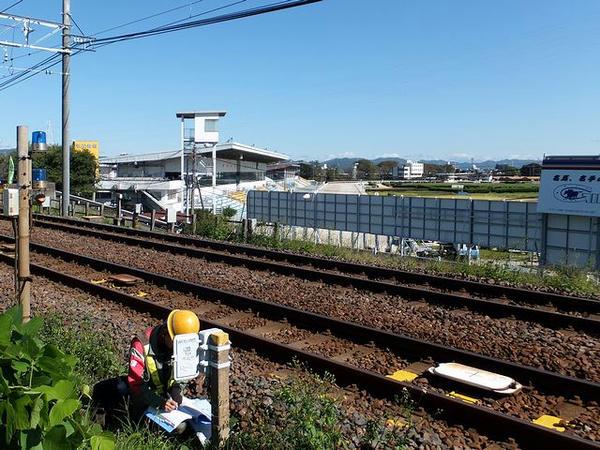 名鉄名古屋本線越しに見た笠松競馬場