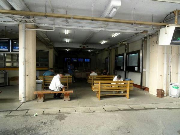 東門近くにある観戦スペース