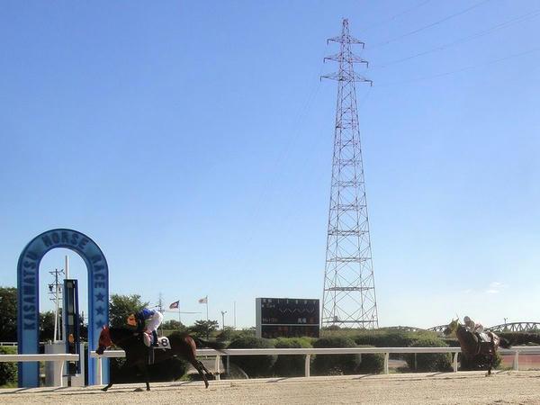 ゴール前の攻防と馬場内の鉄塔