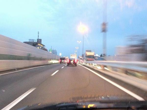 午前5時40分に東名高速起点を通過