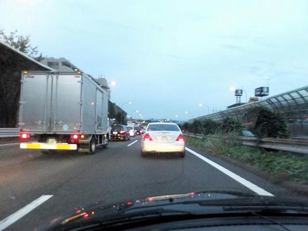渋滞する東名高速