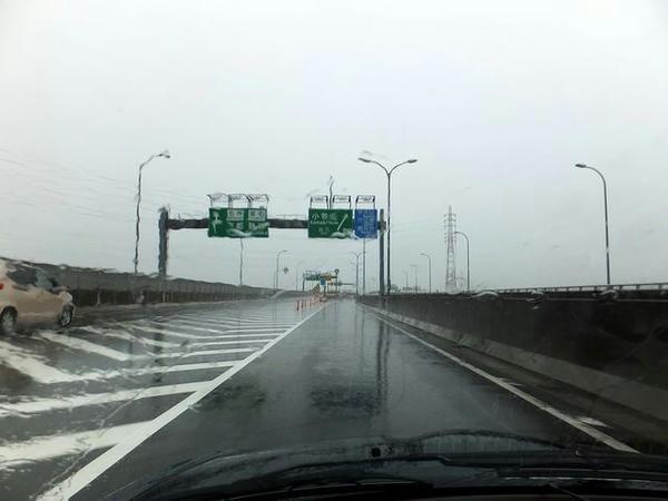 雨の名古屋高速11号小牧線小牧北出口付近