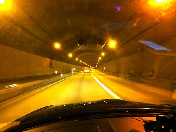 国道142号湖北トンネル走行中