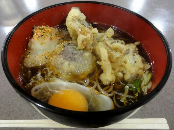 きのこ天ぷら(そば) 510円 + 生卵 50円