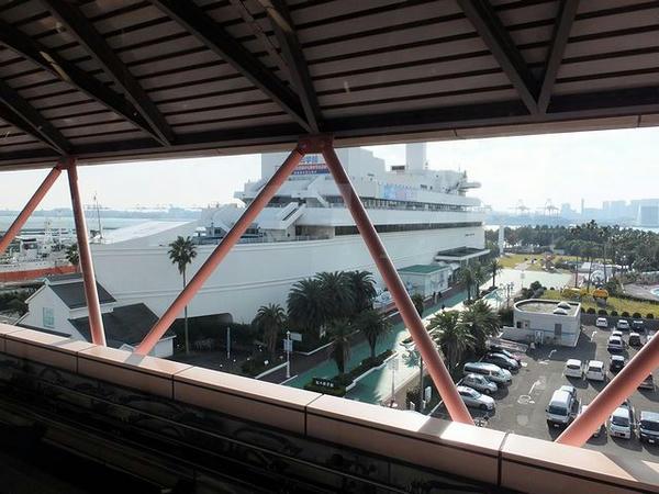 船の科学館駅から見た船の科学館
