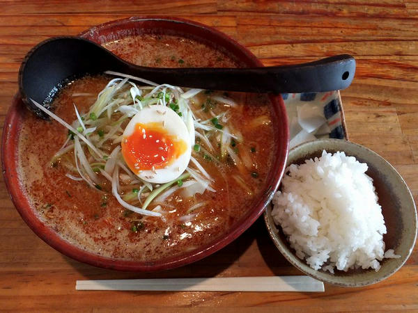 幸辛麺(味噌)セット 940円