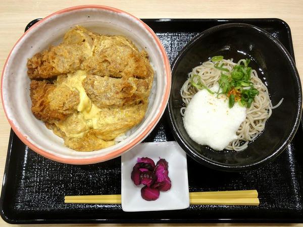和風だしのヒレかつ丼更科そばセット(冷) 1,050円