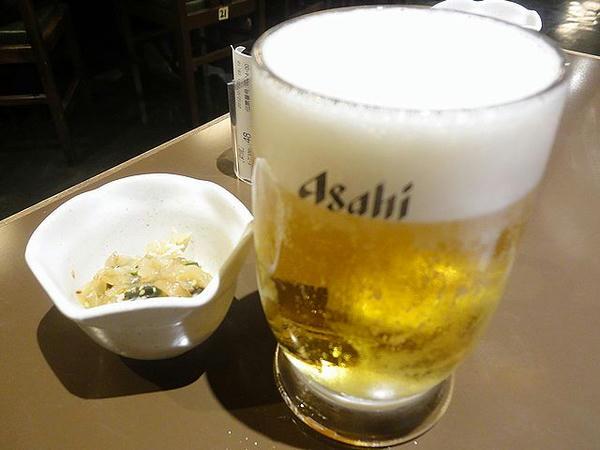 生ビール(アサヒスーパードライ中) 450円 と お通し ???円
