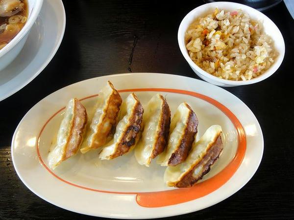 中華そばミックスランチの餃子とミニチャーハン