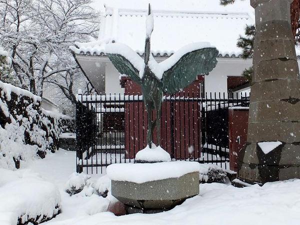 正面入口付近にあった鶴の像