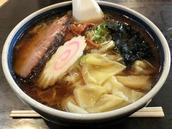 ワンタン麺 800円