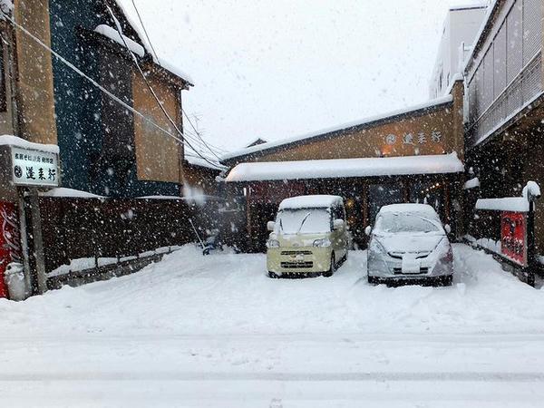 雪の中華そば店