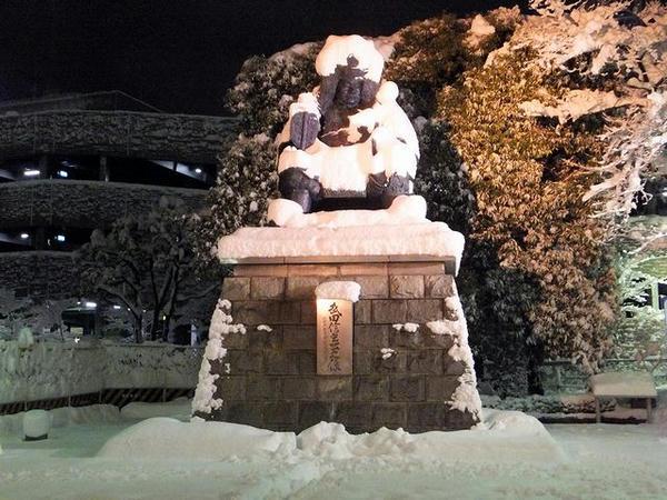 甲府駅前の武田信玄公像