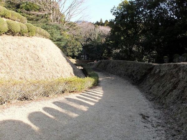 三ノ丸への長い坂道