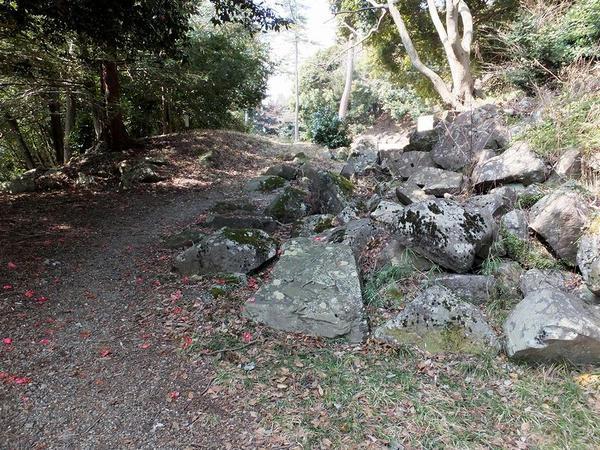 門の基台跡