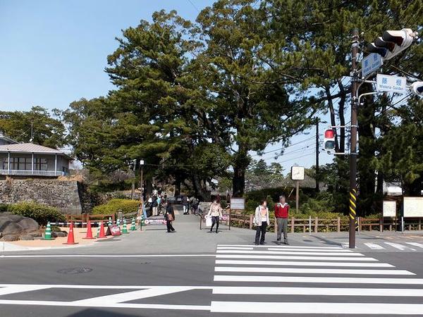 小田原城址公園南入口付近