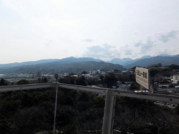 天守から見た石垣山城方面