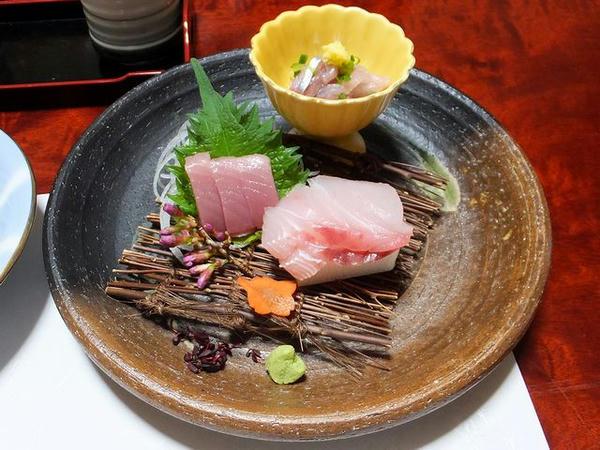 宿の夕食の一部(1)お刺身