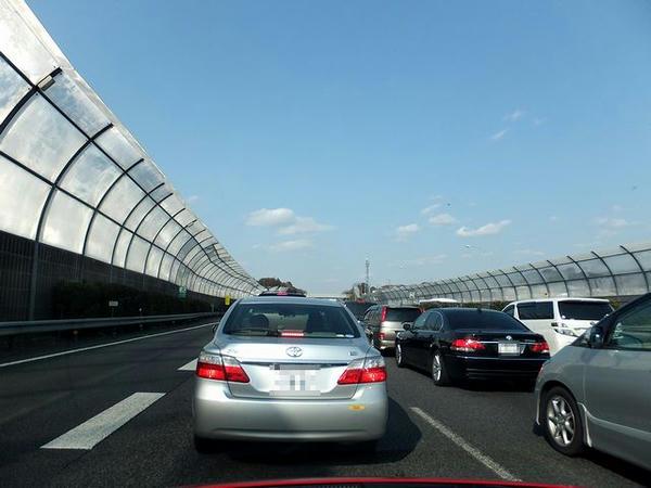 東名高速横浜付近渋滞中