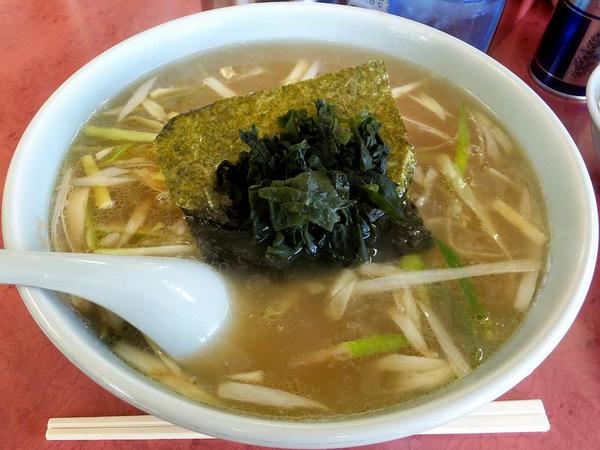 ハーフセット(醤油) 950円 のネギラーメン(麺半分)