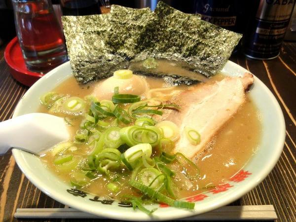 ラーメン 690円 + 半熟煮玉子 100円