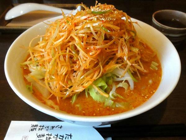 ピリ辛味噌拉麺 680円 + 赤ネギ 110円