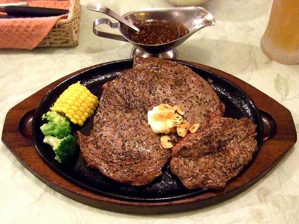ワンパウンドジャンボステーキ(450g)セット(レア) 2,330円 のステーキ
