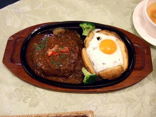 手作りハンバーグステーキ(300g)セット 1,880円 のハンバーグ
