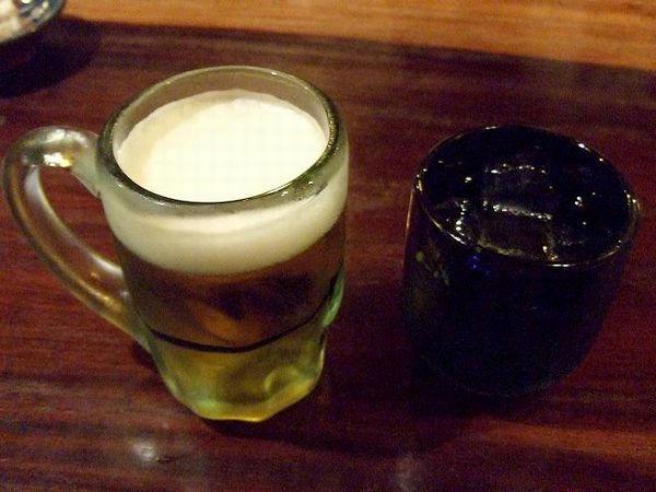 (左)オリオンビール 630円、(右)サンピン茶 315円