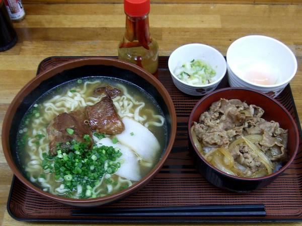 沖縄そばミニ牛丼セット 600円 + 温泉たまご 50円