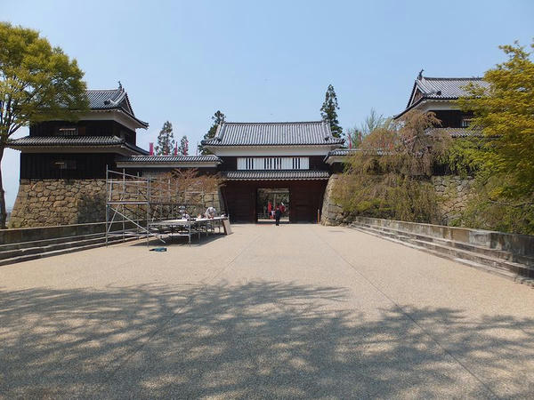 南櫓・北櫓と櫓門