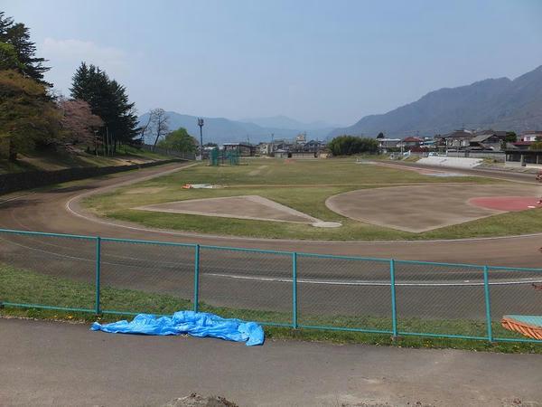 かつて百間堀だった市営陸上競技場