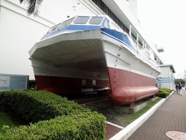 半没水型双胴実験船「マリンエース」(昭和52年)