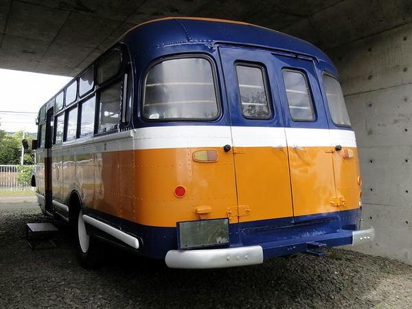 ボンネットバスの後部