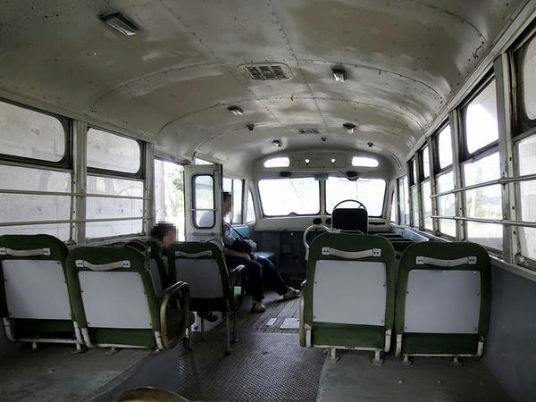 ボンネットバスの車内(2)