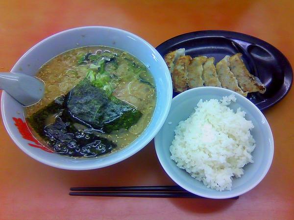 サービスセットB(味噌・脂普通・味薄め・麺普通) 780円 ※ケータイで撮影