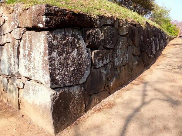 西櫓台の石垣と石段その3