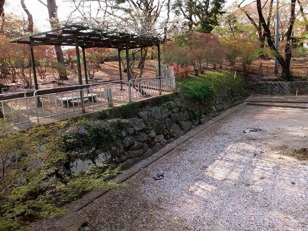 本丸堀跡の石垣
