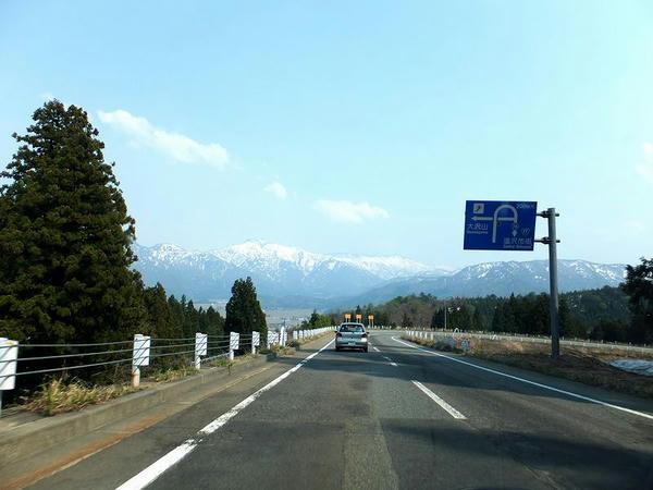 新潟県道76号を行く
