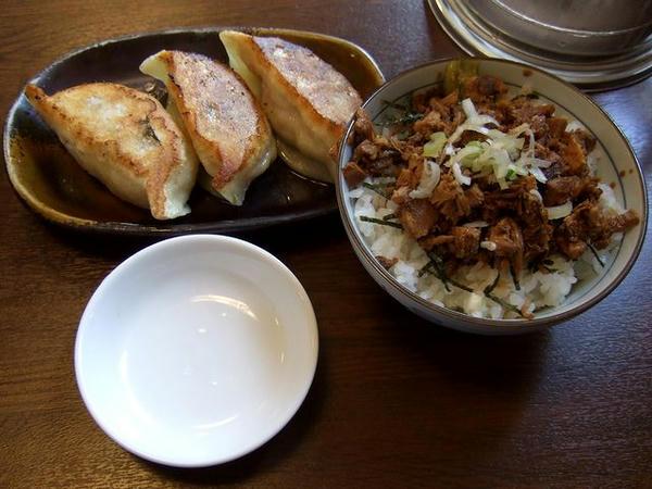 蔵八セット(チャーシュー丼(小)+半ぎょうざ) 450円