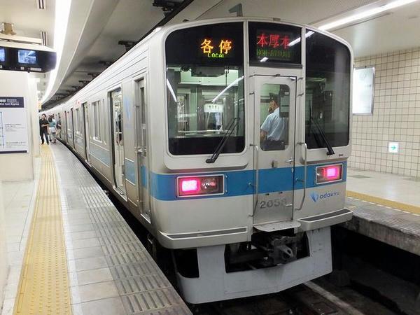 新宿駅から小田急線に乗車