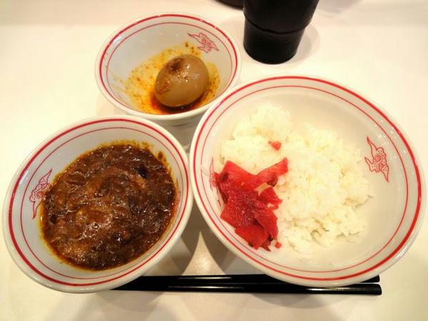 印度定食 190円 (手前)、固ゆで北極味玉 110円 (奥)