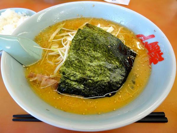 特製味噌ネギラーメン(脂普通・味薄め・麺普通) 790円 + 半ライス 110円