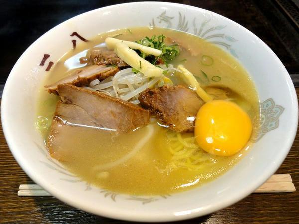 ラーメン肉入り小盛 700円 + 生玉子入り 50円