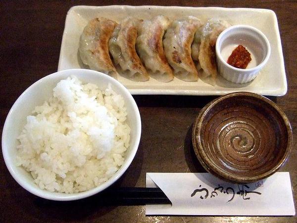 一口餃子焼き ※150円(※3月20日~4月10日まで) と 小ライス 52円