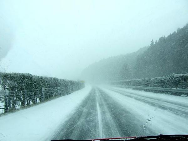 雪の東北道