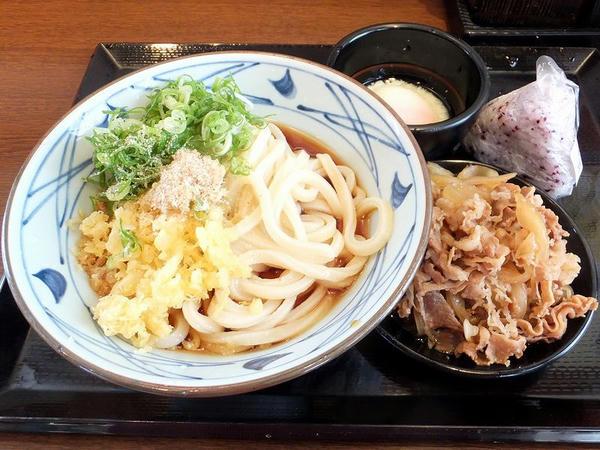 肉盛ぶっかけ(大) 690円 + 温泉たまご 60円 + 梅しそおむすび 110円